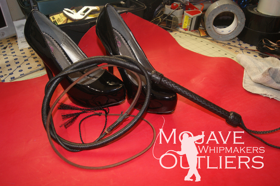 4ft 16 plait black mini bullwhip