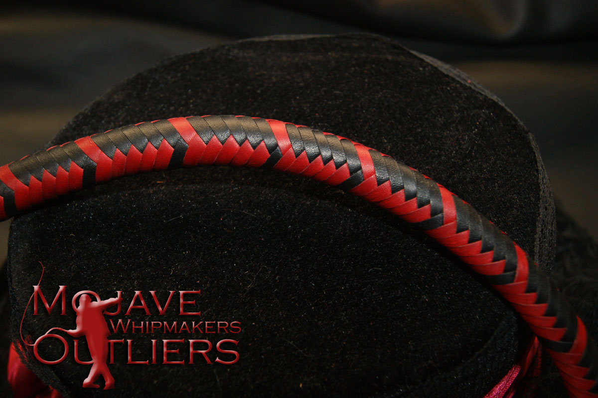 Detail of the plaiting on the thong of the BB mini bullwhip...nice, eh?  ;)