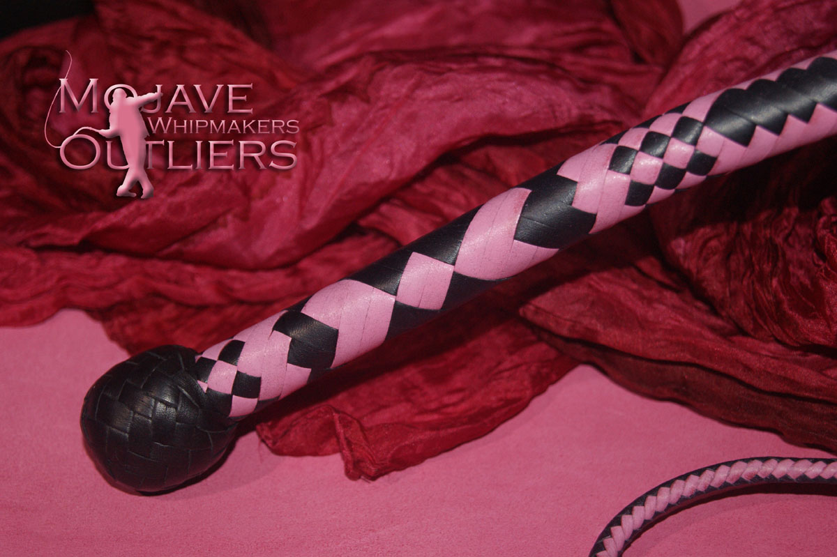 Mojave Outliers 3ft 12 plait Budget Boudoir Bullwhip handle, black & pink hearts Valentine's Day